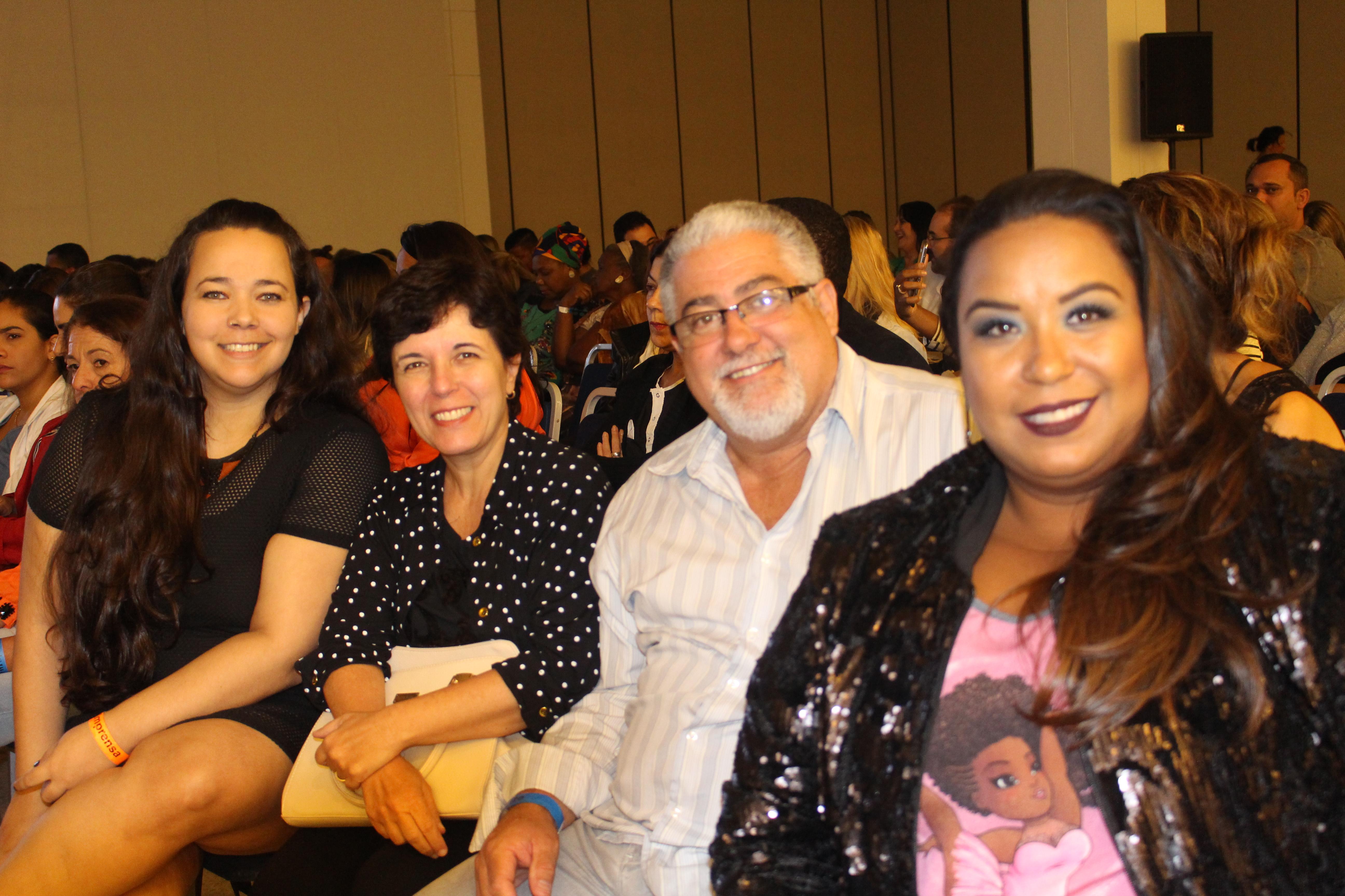 Com os proprietários da nova marca de roupa fitness La Curvy, Ivana e Leoni e com a Blogueira Carol Vayda