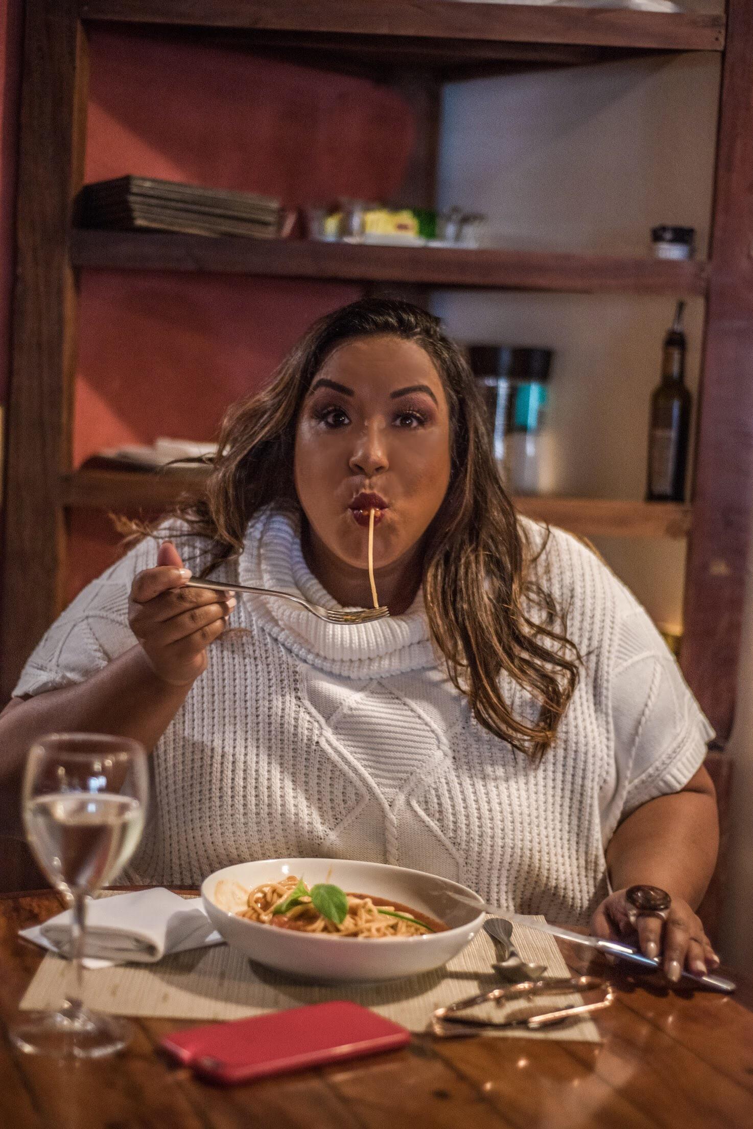 Dani Rudz - Blogueira - Macarrão - restaurante Sargento Garcia