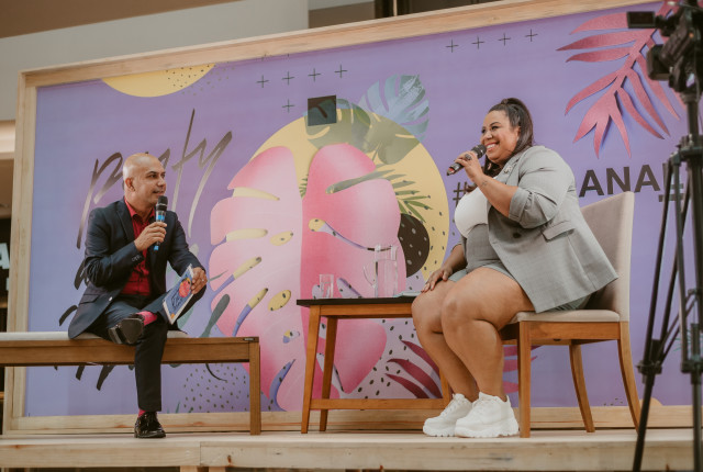 Dani Rudz Especialista de Mercado Plus Size, palestrando no Shopping Anália Franco